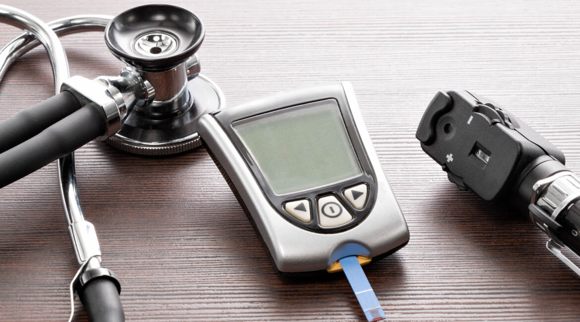 blood glucose meter 1170x650 - Blood Sugar Testing at Home - What Range to Aim For?